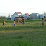 voetballen jongeren - buiten Hoi An